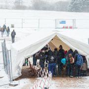 Flüchtlinge im Schnee - Zelte an der Grenze nicht winterfest (Foto)