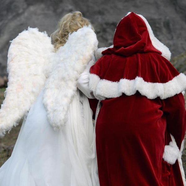 Was macht der Nikolaus mit seinem rechten Arm...? (Foto)