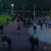 Brutale Schlägerei! Hooligans stürmen Schalke-Arena (Foto)