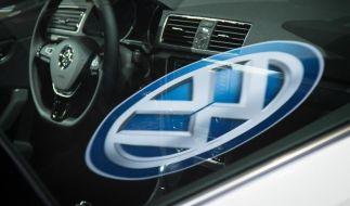 In der Abgas-Affäre bei Volkswagen ermittelt die Staatsanwaltschaft Braunschweig jetzt auch wegen Steuerhinterziehung. (Foto)
