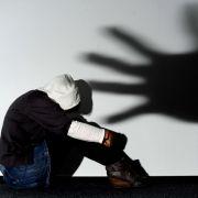 Aus Rache? Mädchen von sechs Jungen in Schule vergewaltigt (Foto)