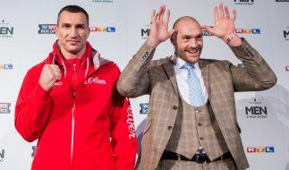 Tyson Fury entpuppt sich bei der Pressekonferenz vor dem WM-Kampf am Samstag gegen Wladimir Klitschko als echter Spaßvogel. (Foto)