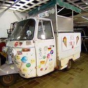 Ein Eiswagen anno 1971 ist das Projekt zweier Hobbyschrauber. Wie die beiden Männer den Italienklassiker restaurieren, sehen Sie in unserem Video.