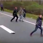 Lkw-Fahrer versucht, Flüchtlinge zu überfahren (Foto)