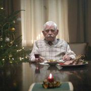 Dieser einsame Rentner ist ein Hit im Netz (Foto)