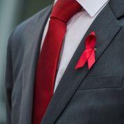 Warum die Rote Schleife ein Symbol der Hoffnung ist (Foto)