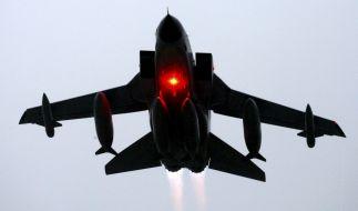 Ein Tornado des Aufklärungsgeschwaders 51 der Luftwaffe startet 23.03.2009 im schleswig-holsteinischen Jagel. (Foto)