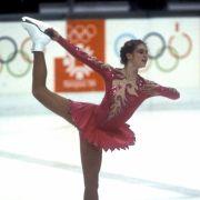 1984 gewinnt Katarina Witt bei den XIV. Olympischen Winterspielen von Sarajevo (Jugoslawien, heute Bosnien-Herzegowina) ihre erste Gold-Medaille.