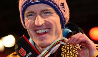 Severin Freund freute sich in Klingenthal über seine Gold-Medaille in der Team-Wertung. Schafft er auch in Lillehammer den Sprung aufs Podest? (Foto)