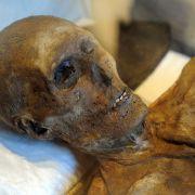 Mann lebt acht Jahre lang mit Mumie im Schrank (Foto)