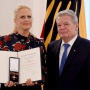 Barbara Schöneberger mit Bundesverdienstkreuz ausgezeichnet (Foto)