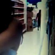 Rätsel um DIESE Nackte! Frau dreht Sex-Filmchen im Supermarkt (Foto)