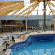 Tod im Spaßbad! Mann treibt leblos im Schwimmbecken (Foto)