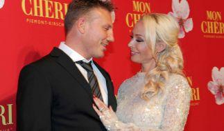Cora Schumacher verliebt mit Freund Thomas auf dem roten Teppich anlässlich des Barbara Tages im Postpalast in München. (Foto)