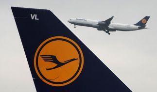 Schock auf Lufthansa-Flug: Ein Mann wollte die Tür in 10.000 Metern Höhe aufreißen. (Foto)