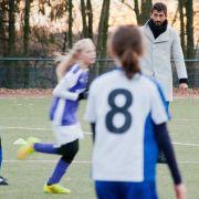 So pfeift Fußball-Macho Demirbay ein Mädchen-Spiel (Foto)