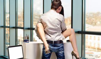 Erotische Höhenflüge während der Arbeitszeit - Jeder Dritte vergnügte sich schon einmal am Arbeitsplatz. (Foto)