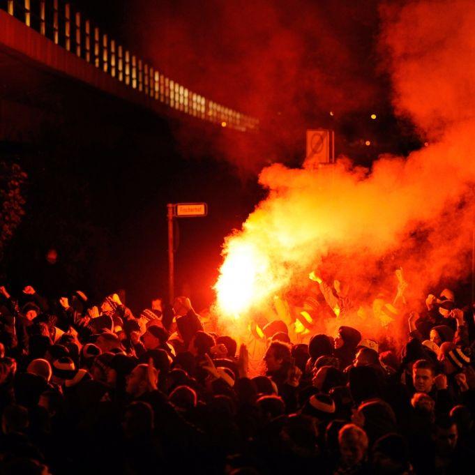 Hooligans gingen sogar auf Kinder und blinde Fans los (Foto)