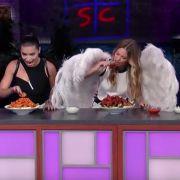 Der Beweis! Victoria's Secret Engel essen doch (Foto)