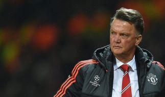 Not amused: Luis van Gaal steht nach dem Ausscheiden Manchester Uniteds weiterhin in der Kritik. (Foto)