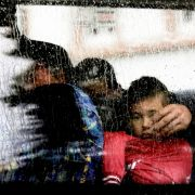 Brennende Heime, randalierende Bürger, verletzte Kinder (Foto)