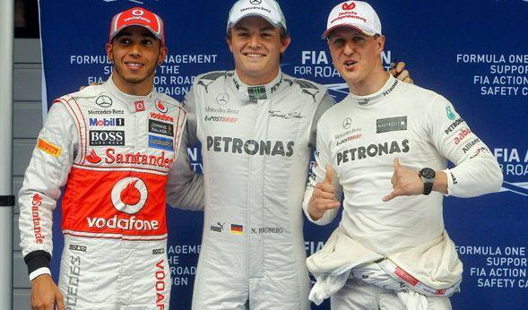 Schumi mit seinen ehemaligen Mercedes-Teamkollegen Lewis Hamilton und Nico Rosberg.