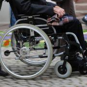 Mit Rollstuhl festgefahren - Behinderter verbringt Nacht im Wald (Foto)