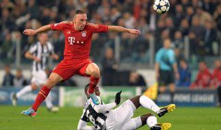 Franck Ribery (hier im Zweikampf mit Turins Paul Pogba) ist schwerer verletzt als erwartet. Der Franzose fällt mit einem Muskelbündelriss bis zu acht Wochen aus. (Foto)