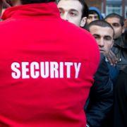 Mitarbeiter misshandelt 13-jähriges Flüchtlingskind (Foto)