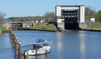 Lehnitzschleuse Oranienburg: Toter Matrose wurde aus dem Oder-Havel-Kanal geborgen. (Foto)