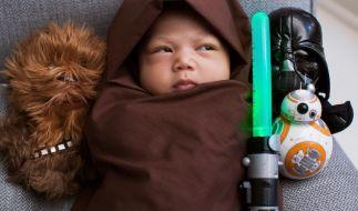 Mark Zuckerberg postete dieses Foto seiner kleinen Max im Jedi-Kostüm. (Foto)