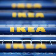 Verkauft IKEA Hakenkreuz-Tisch Hadølf für 88 Euro? (Foto)