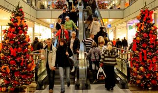 In der Adventszeit laden viele Geschäfte mit zusätzlichen verkaufsoffenen Sonntagen. (Foto)