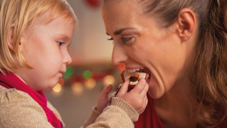 Knusprige Trockenfrüchte sind ein leckerer, gesunder Snack für Groß und Klein. (Foto)