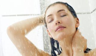 Beim Duschen zu pinkeln, hat die gleichen Auswirkungen wie ein konventionelles Beckenbodentraining. (Foto)