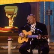 Raab singt im TV total Studio