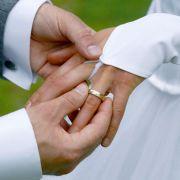 Am Hochzeitstag: Betrunkene Ehefrau tickt aus! (Foto)