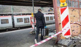 Am Morgen des Heiligen Abends war am Herborner Bahnhof bei einer Messerattacke ein 46 Jahre alter Polizist getötet worden. (Foto)