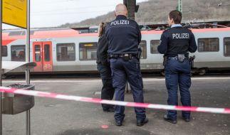Nach der tödlichen Messerattacke auf einen Polizisten an Heiligabend in Herborn gehen die Ermittlungen weiter. (Foto)