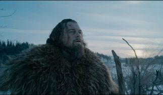 Der legendäre Jäger und Abenteurer Hugh Glass (Leonardo DiCaprio) wird von einem Bären attackiert und von seinen Jagdbegleitern zurückgelassen. (Foto)