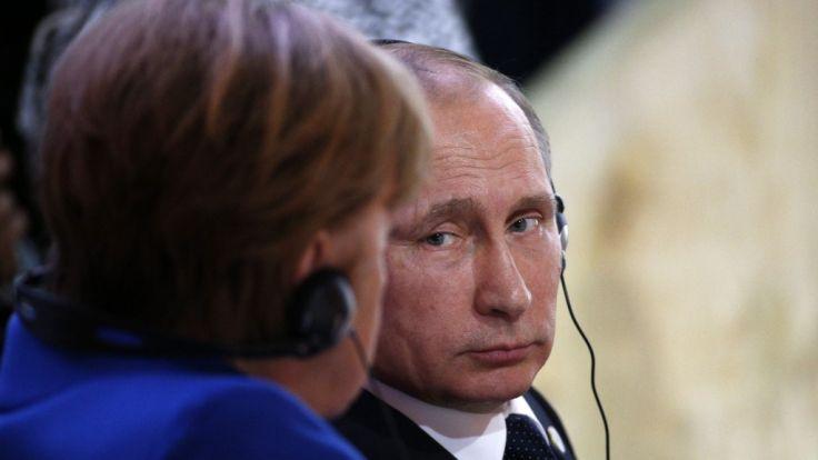 Angela Merkel und Wladimir Putin bei der Klimakonferenz von Paris 2015. (Foto)
