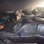 66 Verletzte, 1 Toter wegen Nebel! Massenkarambolage auf A33 (Foto)