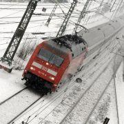21 Kältetote, 300 Unfälle, Reisende sitzen im Zug fest (Foto)