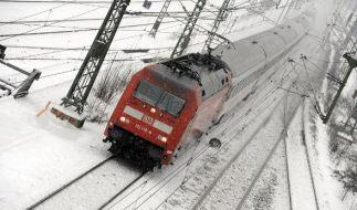 Reisende saßen in Norddeutschland über Nacht in Zügen fest. (Foto)