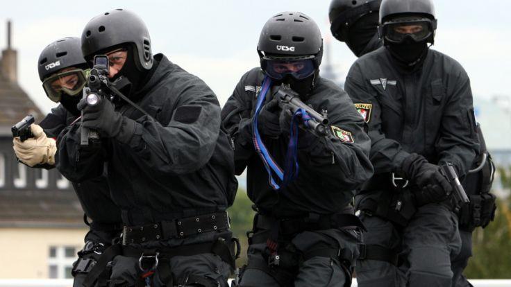 Eine Spezialeinheit des SEK bei einem Einsatz. (Symbolbild) (Foto)