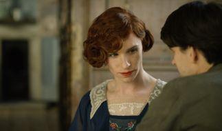 Lili Elbe (Eddie Redmayne) fühlt sich mehr als Frau, obwohl sie als Mann Einar Wegener geboren wurde. (Foto)