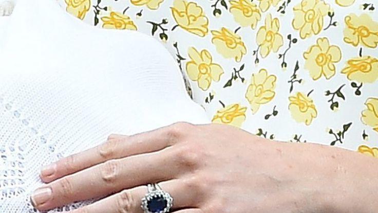 Der Ring, um den es geht: Der Verlobungsring der verstorbenen Prinzessin Diana und von Herzogin Kate. (Foto)