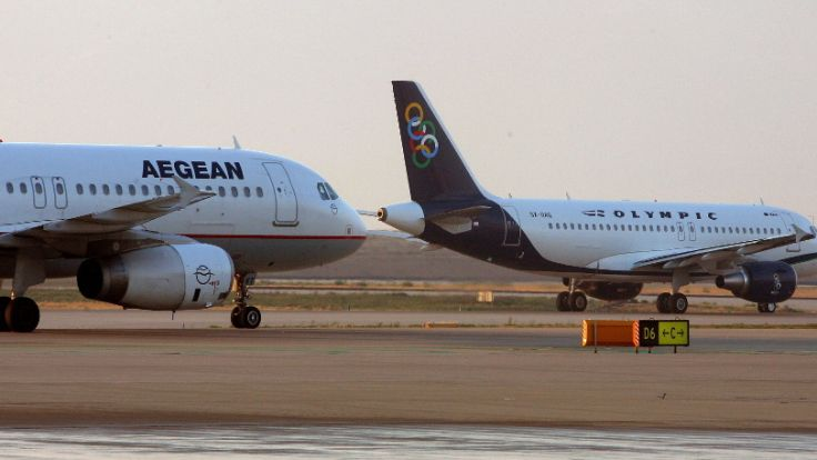 Zwei arabischstämmige Männer verließen nach dem Protest zahlreicher israelischer Fluggäste die Maschine. (Foto)