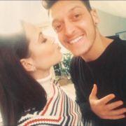 So zeigen Mandy Capristo und Mesut Özil ihre Liebe (Foto)