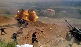 Syrische Regimetruppen bei der Bombardierung der Stadt al-Zabadani. (Foto)